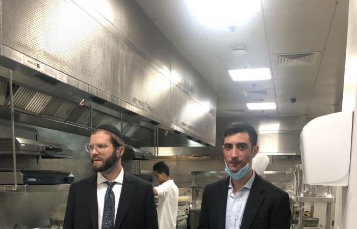 بالصور  أول مطعم إسرائيلي يفتح أبوابه في أبوظبي