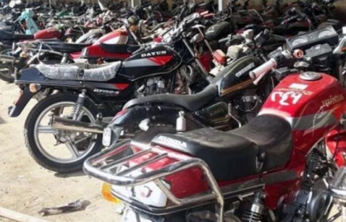 الوفد -الحوادث - مرور القاهرة يرفع 10 سيارات ودراجات نارية مهملة بالشوارع موجز نيوز