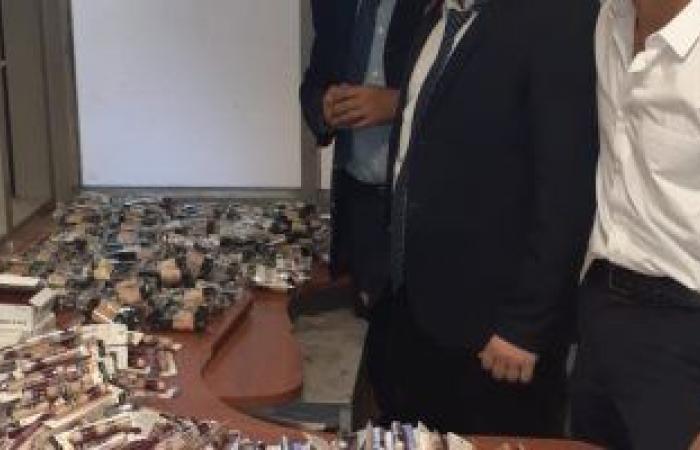 #اليوم السابع - #حوادث - جمارك مطار القاهرة تحبط تهريب هواتف محمولة و مستحضرات تجميل  .. صور