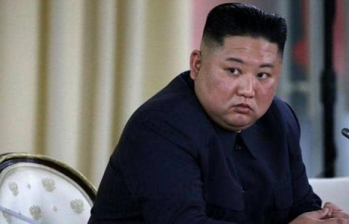 زعيم كوريا الشمالية يكشف عن صواريخ جديدة.. ويبكي لهذا السبب