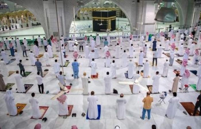 شاهد| المسجد الحرام فى أول صلاة تقام فيه منذ 7 أشهر