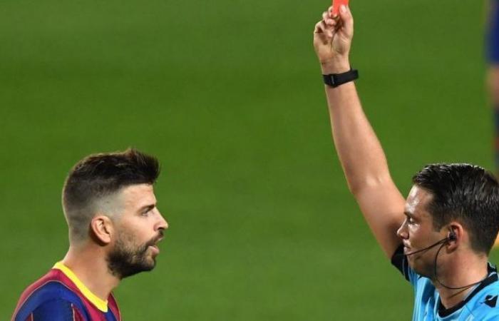 الوفد رياضة - مدرب برشلونة يعلق على طرد جيرارد بيكيه من مباراة فريقه أمام فرينكافاروزي موجز نيوز