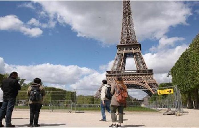 محجبتان تتعرضان للطعن في باريس.. والشرطة تعتقل المهاجمتين