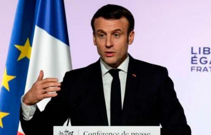 «لن نتخلى عن نشر الرسومات المسيئة للرسول».. عنصرية ماكرون تتوهج في فرنسا