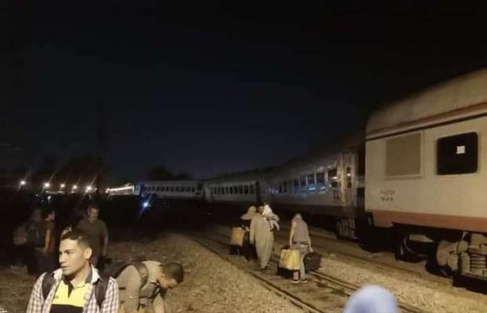 """اخبار السياسه صور.. خروج عربات قطار """"طنطا_ بورسعيد"""" عن القطبان دون خسائر بالأرواح"""