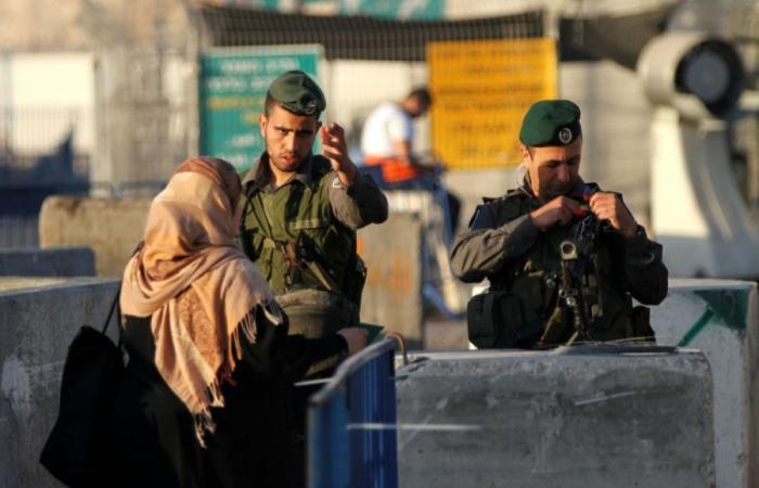حواجز الاحتلال العسكرية.. مصائد موت تقطع أوصال الفلسطينيين