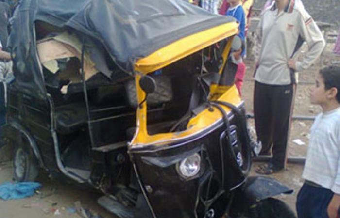 الوفد -الحوادث - إصابة 4 أشخاص فى تصادم سيارة ميكروباص مع توك توك بأسيوط موجز نيوز