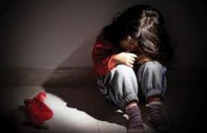 #اليوم السابع - #حوادث - نيابة قنا تسلم الطفلة ضحية واقعة هتك العرض على يد والدها للأم
