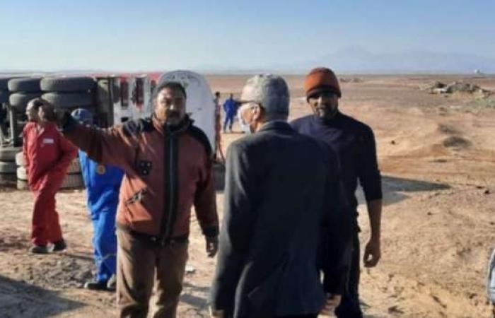 اخبار السياسه انقلاب مقطورة محملة بـ55 ألف لتر سولار بطريق رأس غارب