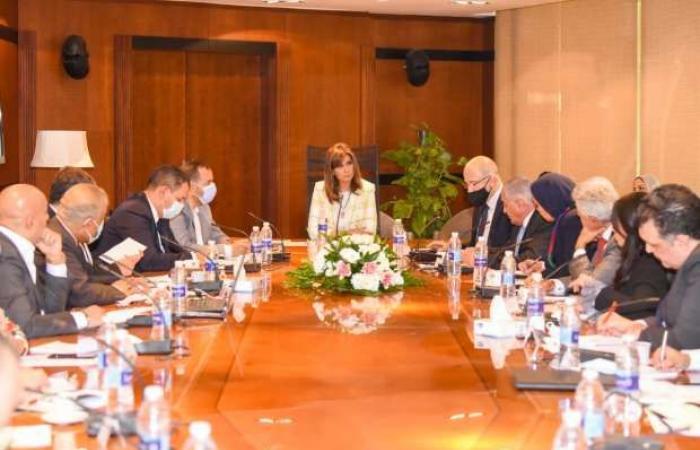 """اخبار السياسه بحضور وزيرة الهجرة.. 20 مسؤولا يناقشون المحاور المقترحة لمؤتمر """"مصر تستطيع بالصناعة"""""""