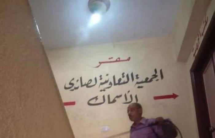اخبار السياسه صور.. تعقيم وتطهير مبنى جمعية الصيادين بعزبة البرج
