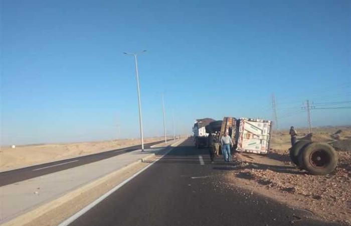 #المصري اليوم -#حوادث - إعادة حركة المرور للطريق الدائري بسفاجا بعد انقلاب سيارة نقل موجز نيوز