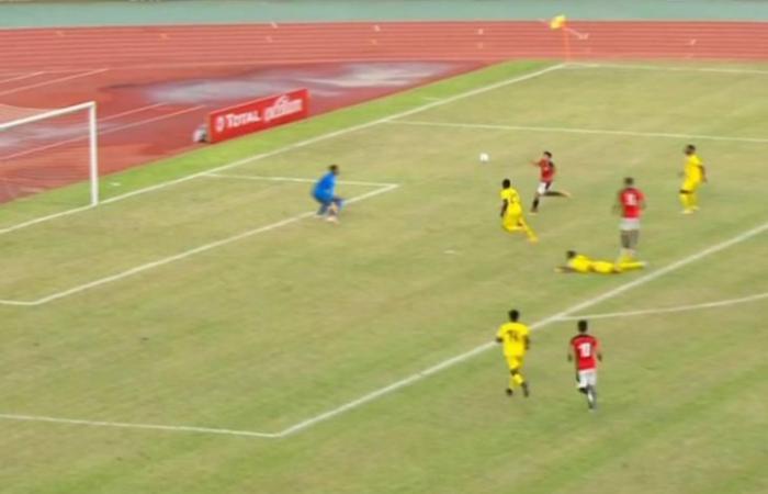 """بالفيديو.. تريزيجيه """"يلدغ"""" ويضيف لمصر هدفاً أمام توجو"""