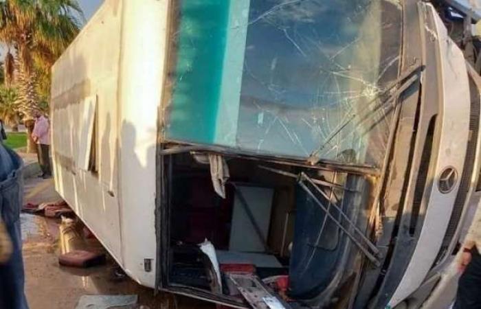 اخبار السياسه إصابة 24 عاملا في حادث انقلاب أتوبيس غرب الإسكندرية