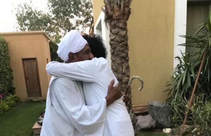 اخبار السياسه محمد منير ينعى الصادق المهدي