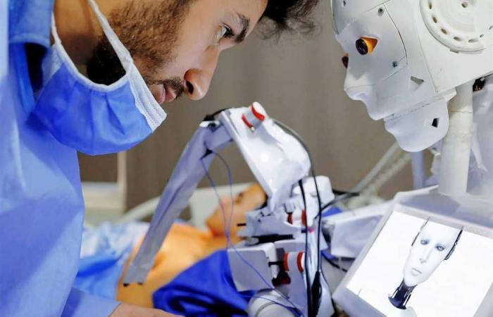 المصري اليوم - تكنولوجيا - «الكومي» مبتكر روبوت تشخيص مصابي كورونا: هكذا يحصل على الأوامر و يقدم الدعم للجميع موجز نيوز
