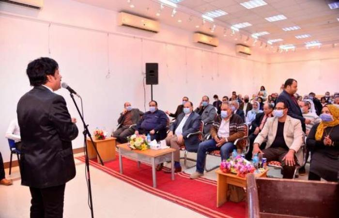 اخبار السياسه محافظ أسيوط يكرم شاعرينلتميزهما في الأدب وفوزهما بجائزتين دوليتين