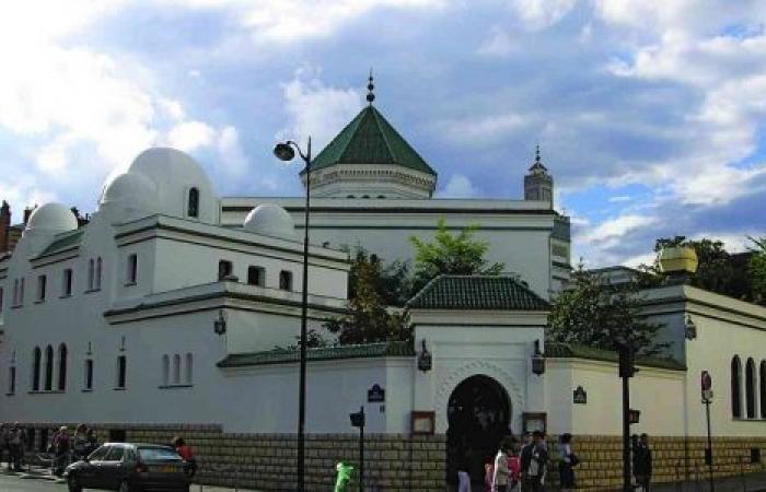 فرنسا تعتزم مراقبة أكثر من 70 مسجدًا في البلاد وغلق بعضها