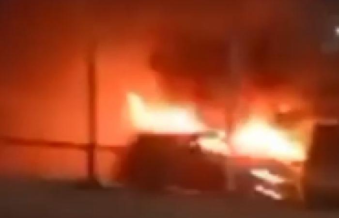 الوفد -الحوادث - ماس كهربائي وراء حريق سيارة نقل أعلى محور صفط اللبن (فيديو) موجز نيوز