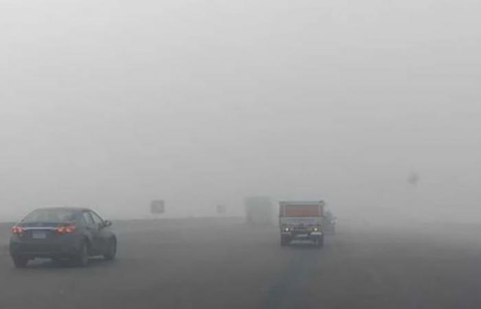 """الوفد -الحوادث - المرور تغلق طريق """"الكريمات"""" أمام حركة السيارات بسبب الشبورة موجز نيوز"""