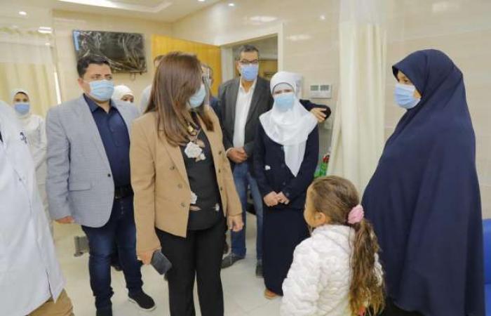 اخبار السياسه محافظ دمياط تتابع إجراءات التعامل مع حالات كورونا بالمستشفى العام
