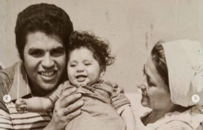 #اليوم السابع - #فن - حسن الرداد يسترجع ذكريات الطفولة بصورة نادرة مع والدته الراحلة