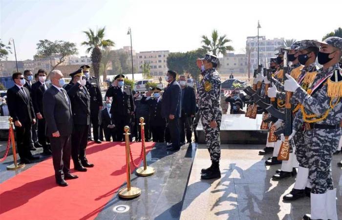 المصري اليوم - اخبار مصر- محافظ الأقصر ومدير الأمن يضعان إكليل زهور على نصب شهداء الجيش والشرطة موجز نيوز