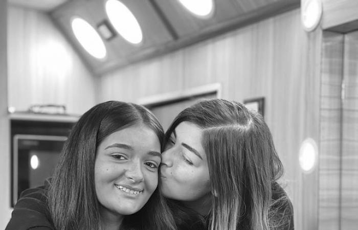 """#اليوم السابع - #فن - ليلي زاهر مع شقيقتها""""ملك""""بالأبيض والأسود: """"بحبك يا ملوكي أحلى أخت فى الدنيا"""""""