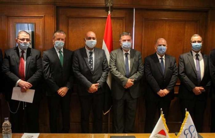 #المصري اليوم - مال - وزير قطاع الأعمال يشهد توقيع بروتوكولي إقامة أول مركز لتطويرالمركبات الكهربائية (صور) موجز نيوز