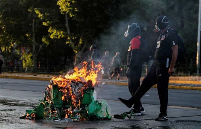 #المصري اليوم -#اخبار العالم - احتجاجات في منتجع بتشيلي بعد قتل الشرطة أحد فناني الشوارع موجز نيوز