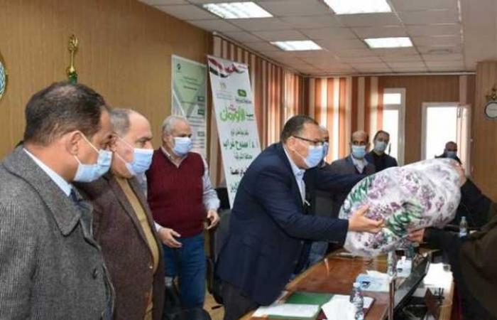 المصري اليوم - اخبار مصر- توزيع ٢٦ طن لحوم و ٢٠٠٠ بطانية ولحاف فايبر على الأسر الأولي بالرعاية في الشرقية موجز نيوز