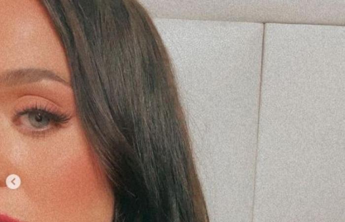 #اليوم السابع - #فن - كاتى بيرى بعد ظهورها بالشعر الأسود: كان مزيفا