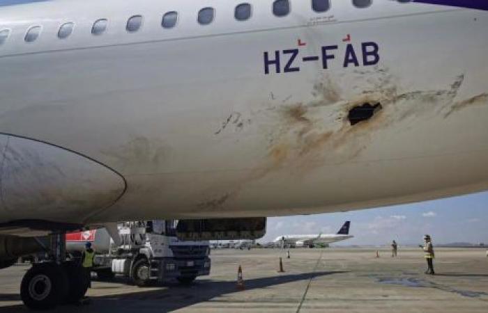 الحرب في اليمن.. الحوثيون يستهدفون المدنيين بـ«مطار أبها»