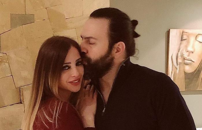 #اليوم السابع - #فن - وفاء الكيلانى تحتفل بعيد ميلاد تيم حسن بقبلة وهدية.. صور