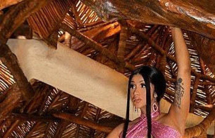 #اليوم السابع - #فن - كاردى بى تقضى إجازة رومانسية مع زوجها بالمكسيك وتبهر الجمهور بتوقيع Balmain