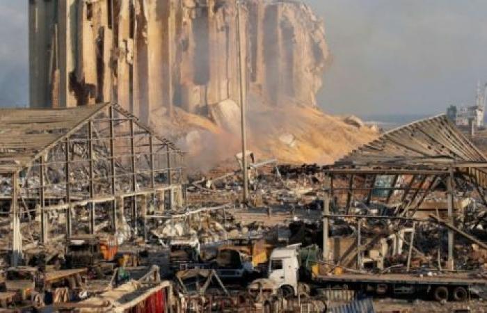 تجاوز الخط الأحمر.. «تحالف الفساد» يطيح بقاضي انفجار بيروت