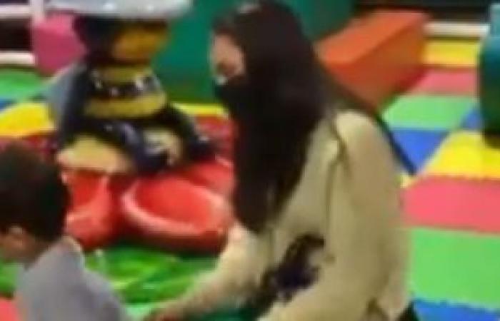 """#اليوم السابع - #فن - كارمن سليمان تشارك ابنها اللعب على أنغام أغنية """"حاسة بسعادة"""".. فيديو وصور"""