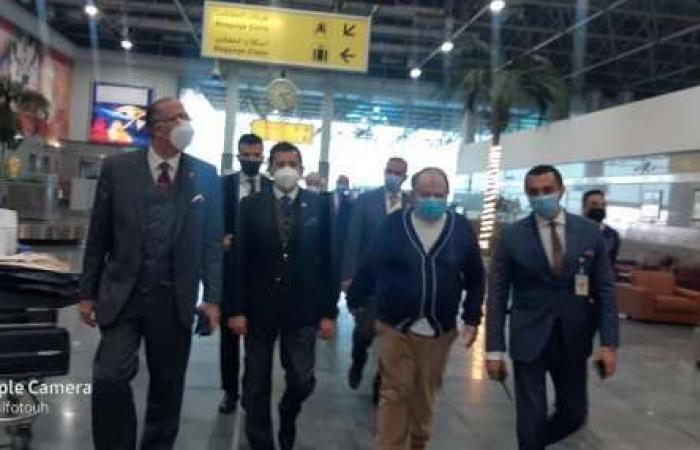 اخبار السياسه رئيس «الدولي للرماية» ونائبه يصلان القاهرة لحضور «الأطباق المروحية»