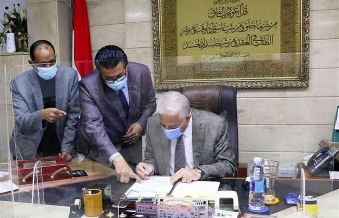 المصري اليوم - اخبار مصر- محافظ جنوب سيناء يخصص 25 ألف متر لإنشاء مدرسة النيل الدولية في شرم الشيخ موجز نيوز