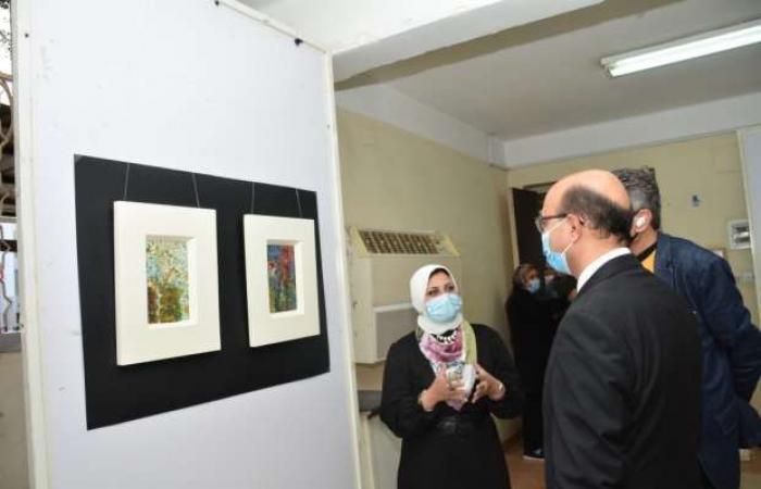 اخبار السياسه افتتاح المعرض الفني بكلية التربية النوعية بجامعة أسيوط