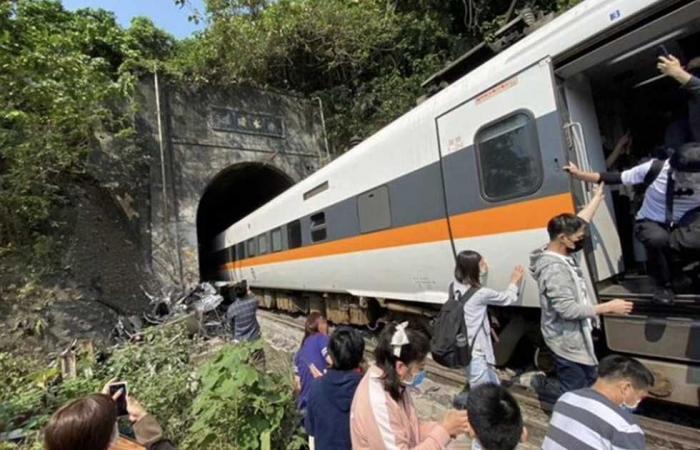 #المصري اليوم -#اخبار العالم - قطار في تايوان يصطدم بجدران نفق ويودي بحياة 54 راكبا وإصابة 156 أخرين موجز نيوز