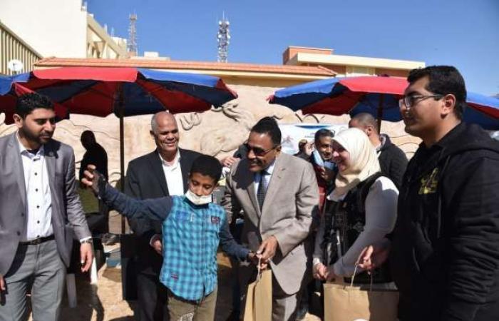 اخبار السياسه مطروح تحتفل بـ يوم اليتيم.. والمحافظ يوزع هدايا على الأطفال «صور»