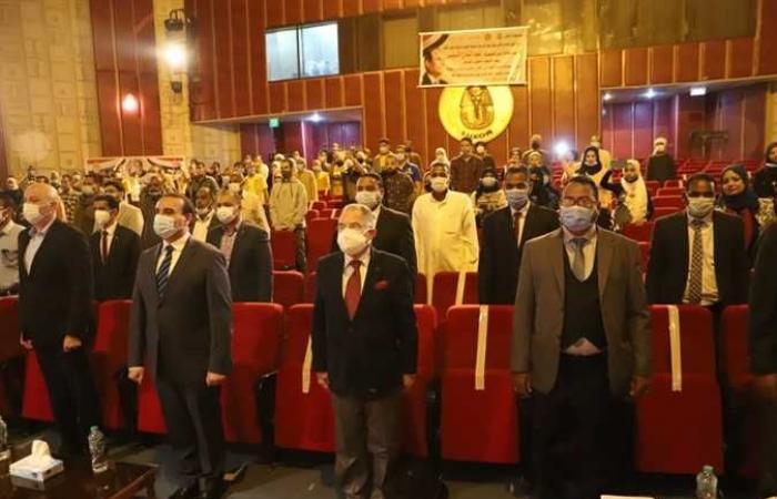 المصري اليوم - اخبار مصر- تسليم 2781 بوليصة تأمين تكافلي ضد الحوادث للعمالة غير المنتظمة في الأقصر (صور) موجز نيوز