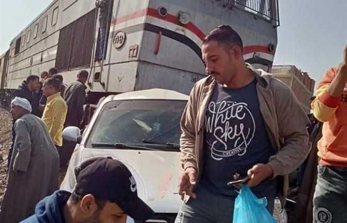 المصري اليوم - اخبار مصر- تعطلت سيارته على القضبان قتركها لينقذ حياته (صور) موجز نيوز