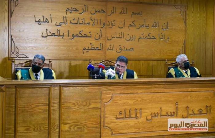 #المصري اليوم -#حوادث - الحكم على 11 شرطيا في إعادة محاكمتهم بـ «قتل المتظاهرين في 25 يناير» 9 مايو موجز نيوز