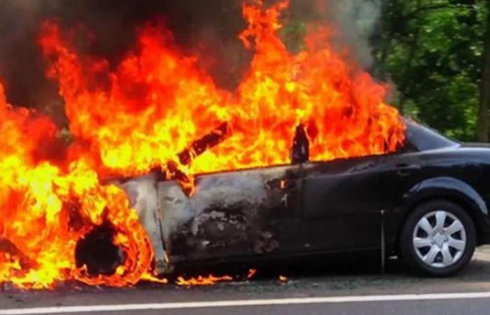 الوفد -الحوادث - إخماد حريق سيارة نقل محملة بالأسمدة الزراعية في البحيرة موجز نيوز