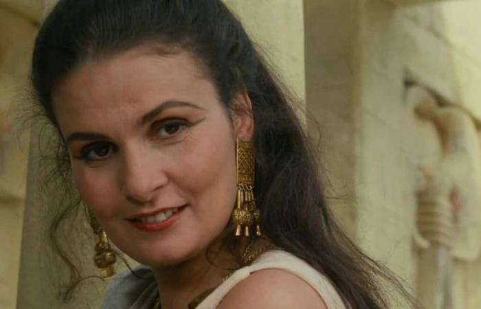 #اليوم السابع - #فن - يسرا تستعيد ذكريات تصوير فيلم المهاجر من 27 سنة بعرض حليها الذهبية.. صور