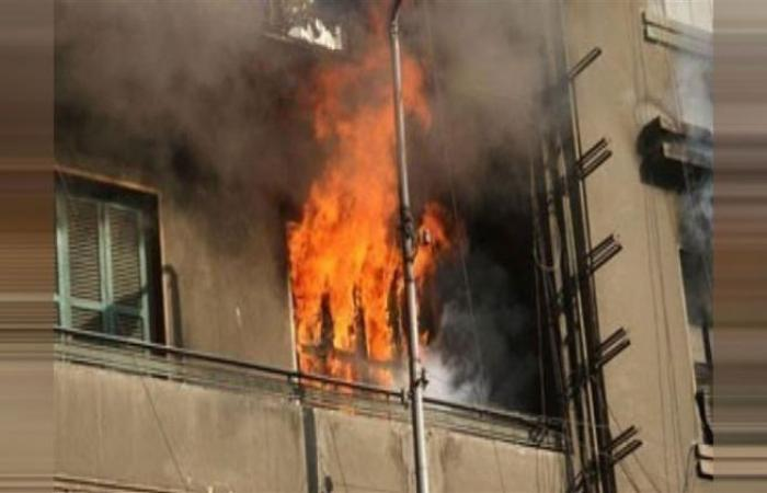 الوفد -الحوادث - انتداب المعمل الجنائي لمعاينة حريق شقة سكنية بشبرا الخيمة موجز نيوز