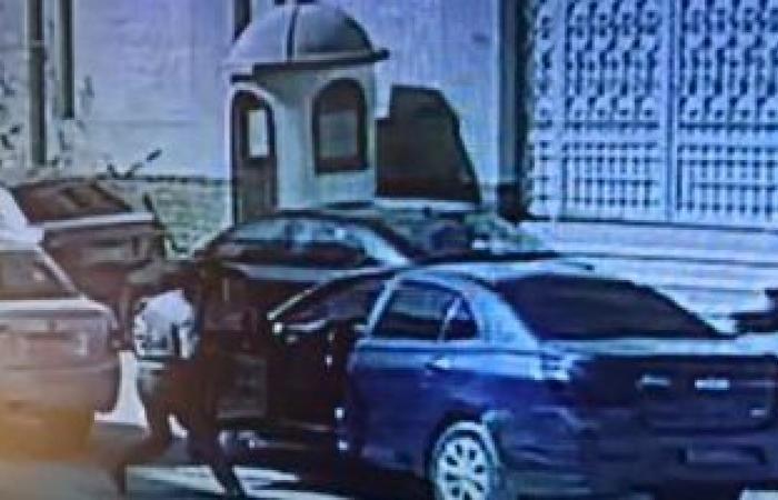 #اليوم السابع - #حوادث - لحظة سرقة حقيبة معلمة من أمام مجمع مدارس بزهراء المعادى.. فيديو