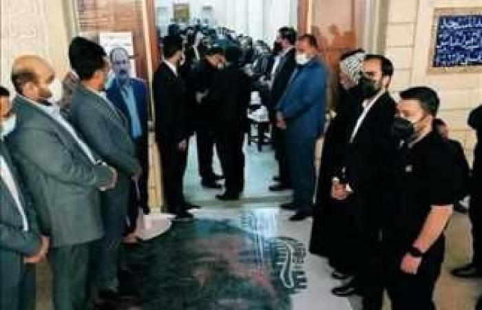 #المصري اليوم -#اخبار العالم - صورة صدام حسين أسفل الأقدام.. إهانة جديدة للرئيس الراحل في عزاء قاضي محاكمته موجز نيوز